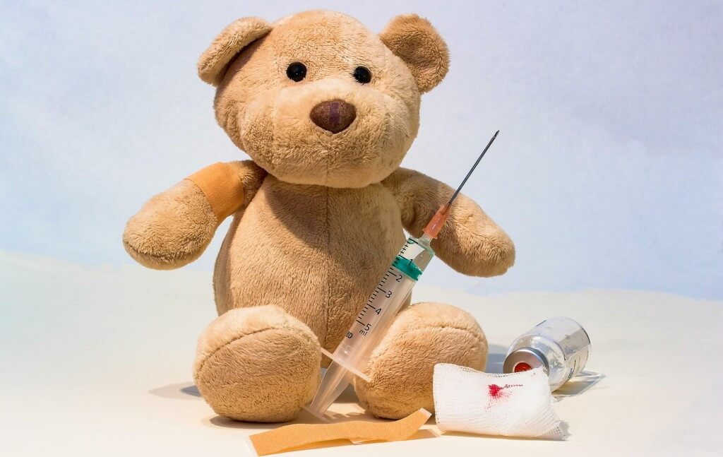 犬のワクチン接種を受ける時の注意点や副作用